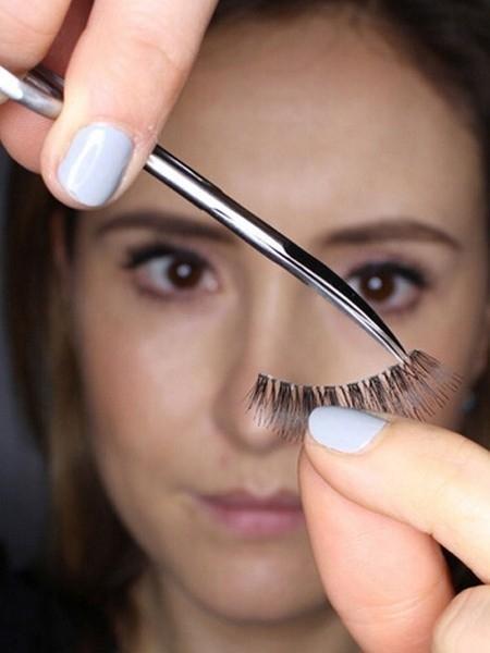 false lashes using tips by acelashes