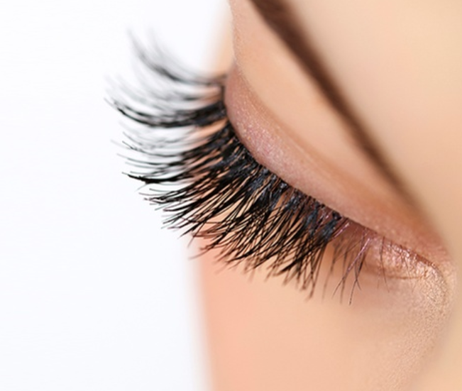 use mink lashes is a simple way to make up